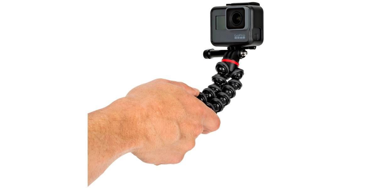 Штатив Joby GorillaPod 500 Action для фото- и GoPro камер в руке