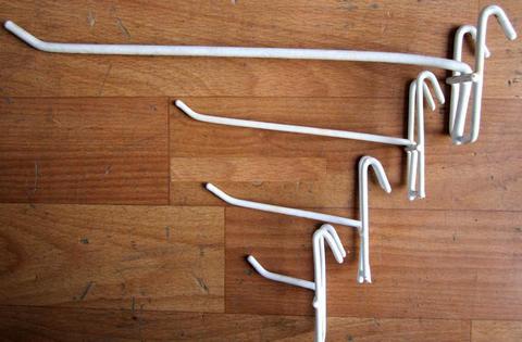 Крючок на решетку КР-20 белый, L=200 мм.