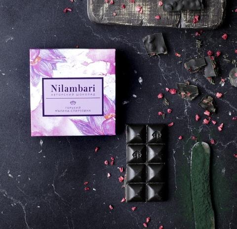 Фотография Шоколад Nilambari горький малина-спирулина, 65 г купить в магазине Афлора