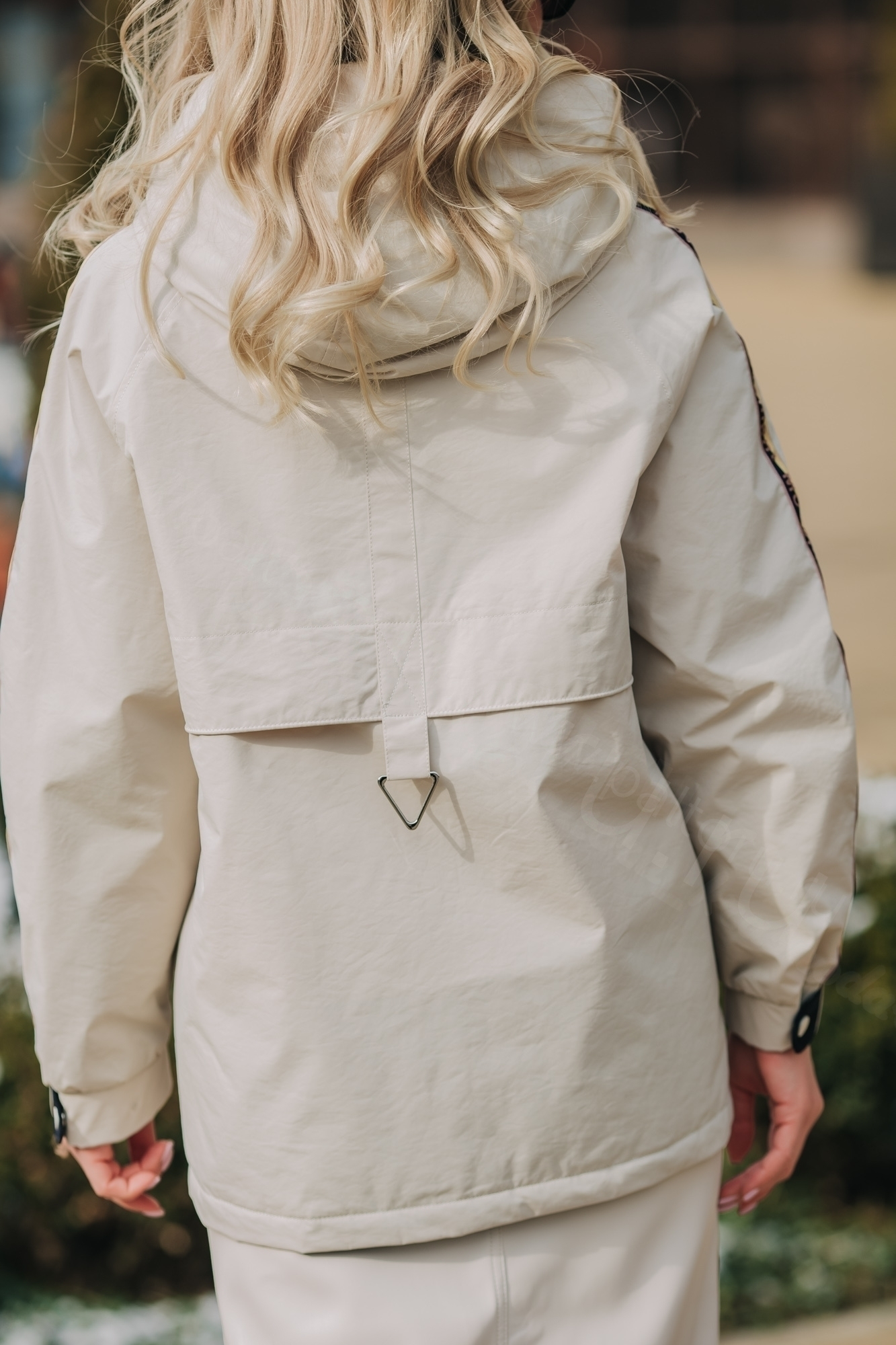 Куртка жен легкая