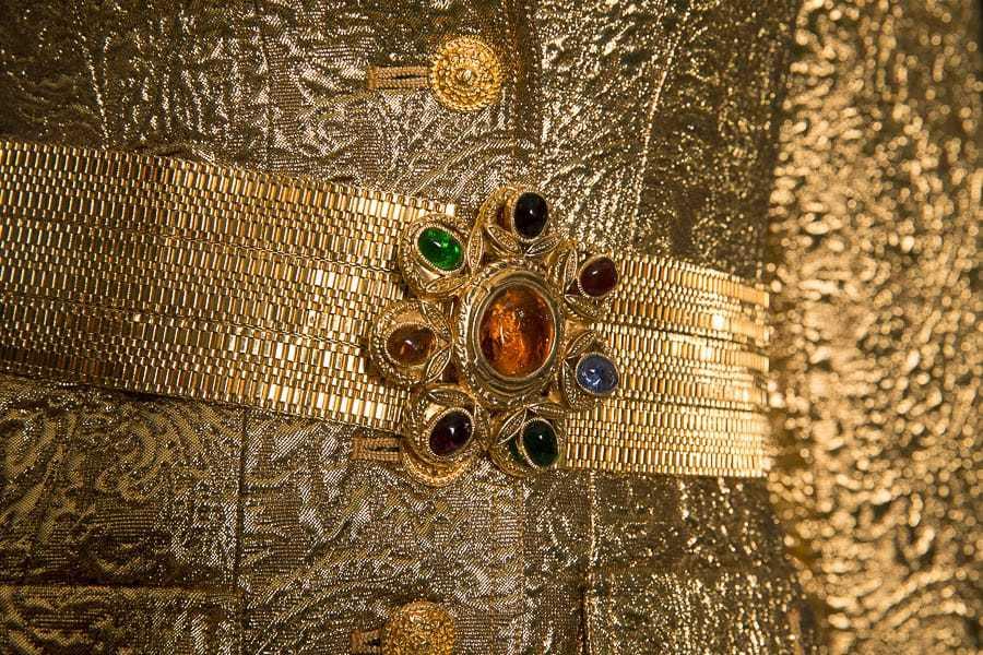 Широкий пояс из позолоченного металла со вставками из стекла Gripoix