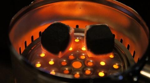 розжиг кокосовых углей на электрической плитке Фараон