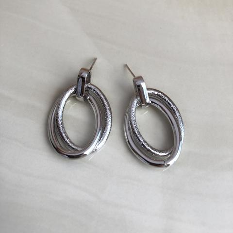 Серьги Переплетение двух колечек, серебряный цвет