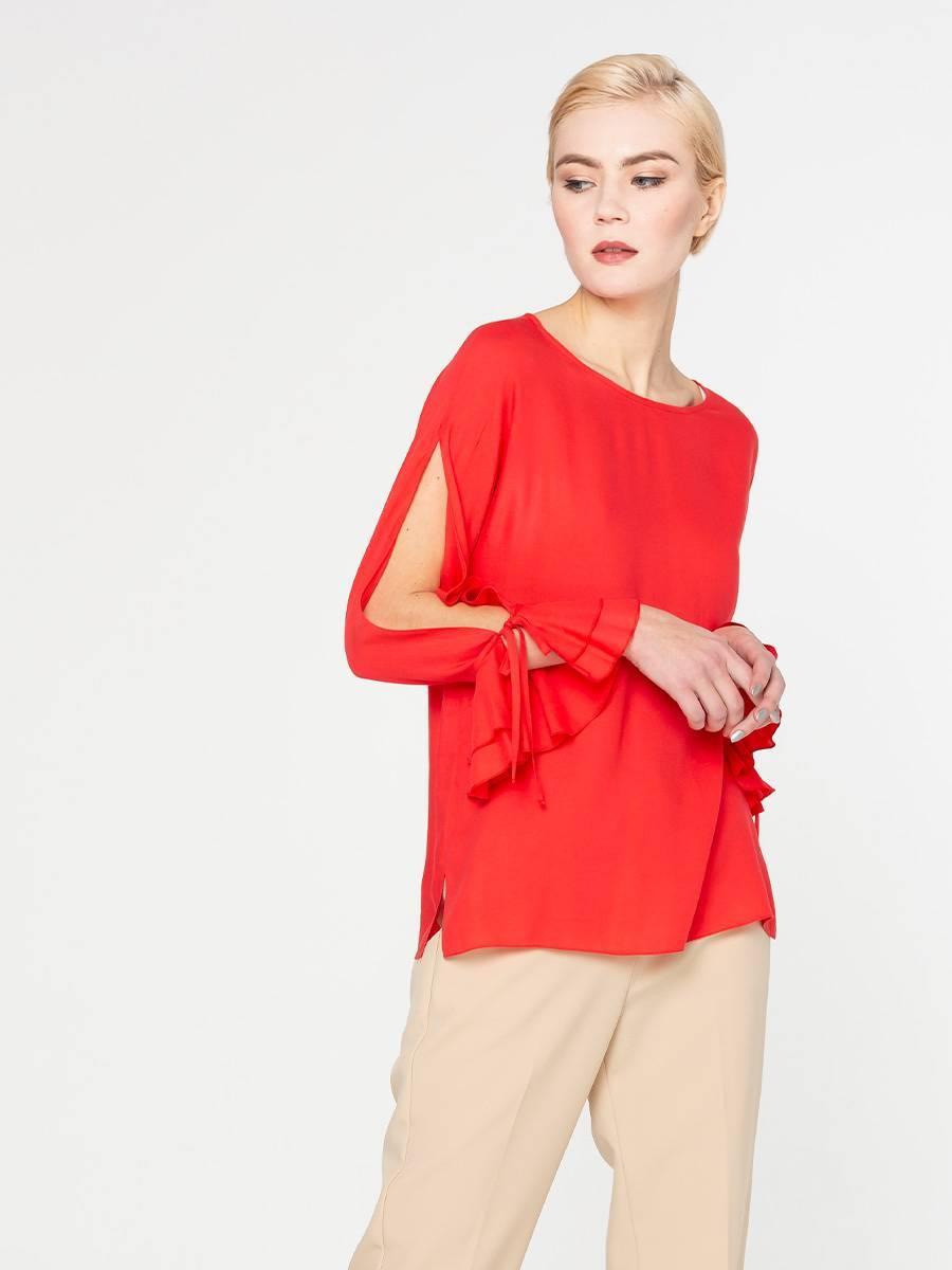 Блуза Г607-506 - Блуза прямого силуэта с округлой формой горловины и длинными рукавами. Изюминкой модели является разрез на рукаве от линии плеча до манжета. Такая блузка подчеркнет вашу индивидуальность, создавая хрупкий и нежный образ.