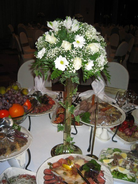 оформление живыми цветами столов 7500 тг
