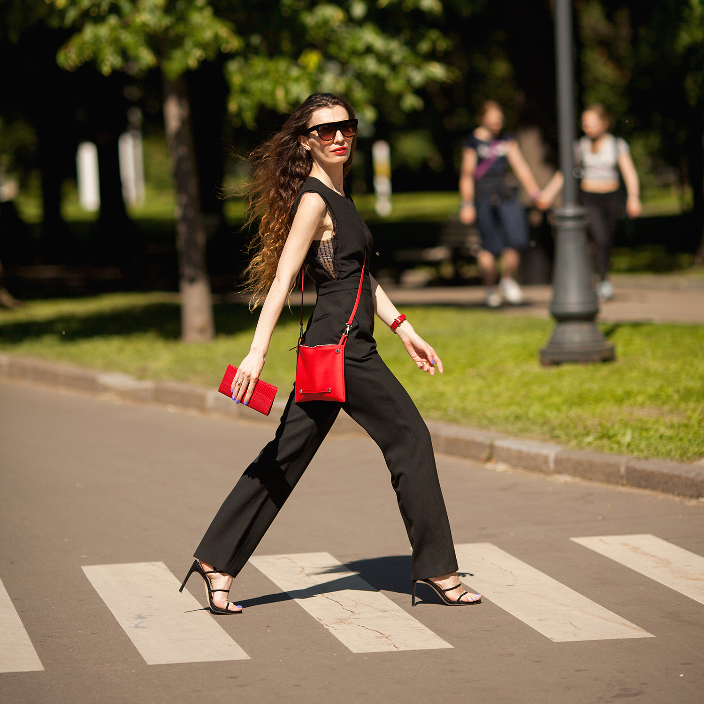 Женская сумка Julie Easy из натуральной кожи теленка, красного цвета