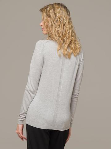 Женский джемпер цвета светло-серый меланж из шерсти и шелка - фото 3