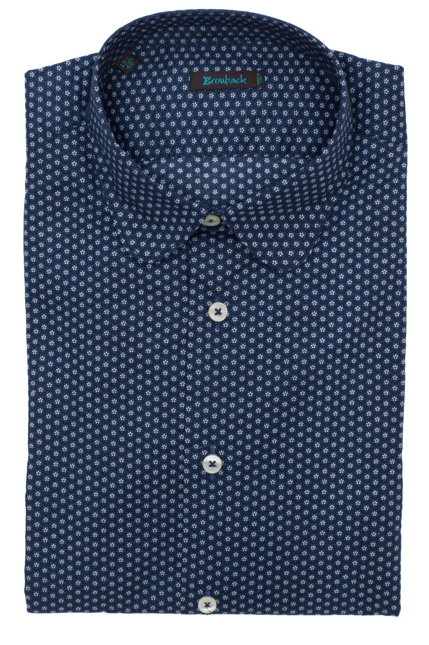Тёмно-синяя рубашка с округлым воротом с мелким белым цветочным узором