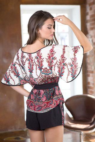 Красный женский красивый легкий домашний комплект из вискозы с шортами с поясом с принтом вид сзади