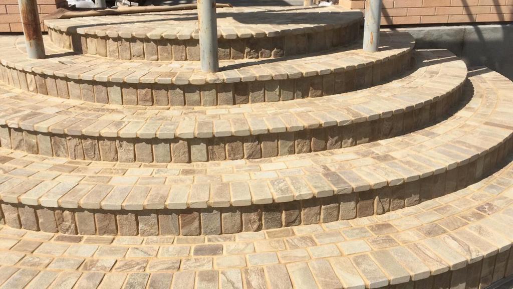 Брусчатка песчаник пилено-галтованный Сосна ступени