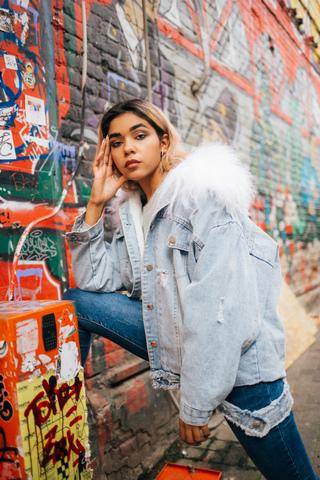 модная джинсовая куртка недорого