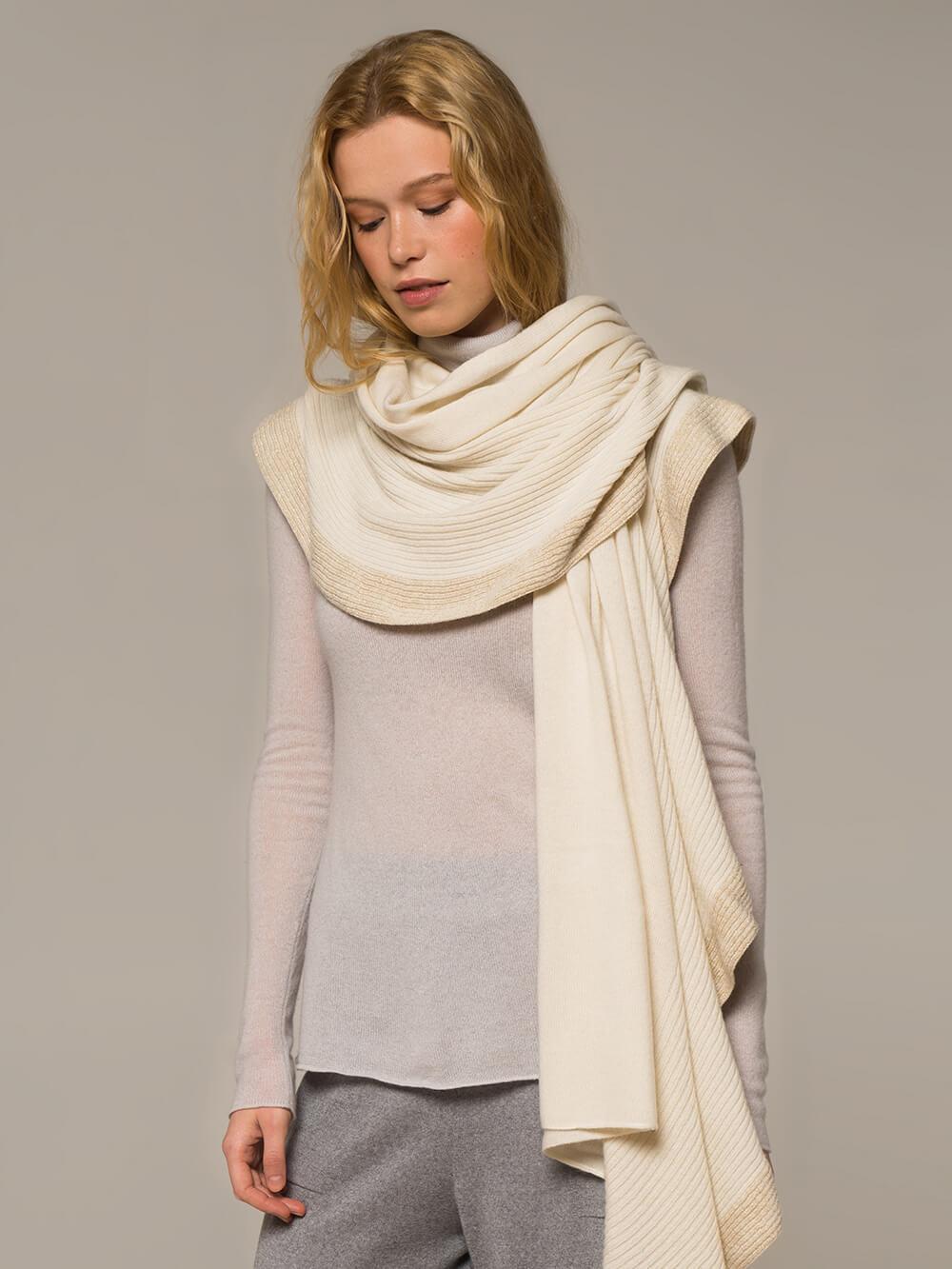 Женский шарф молочного цвета из шерсти и кашемира - фото 1