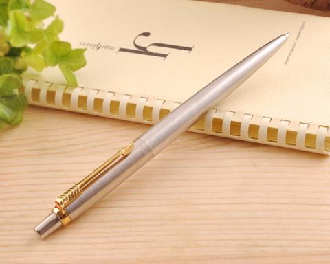 Подарочный набор: Шариковая ручка Parker Jotter Steel K691 и чехол, цвет: St. Steel GT123