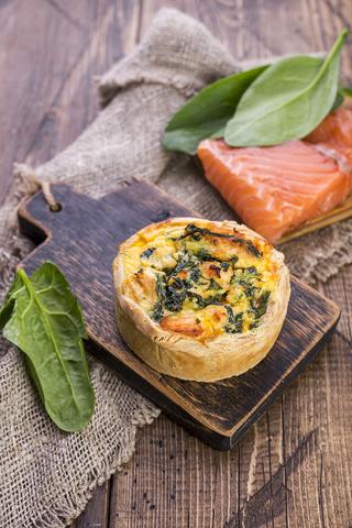 Киш с лососем и сыром Рикотта