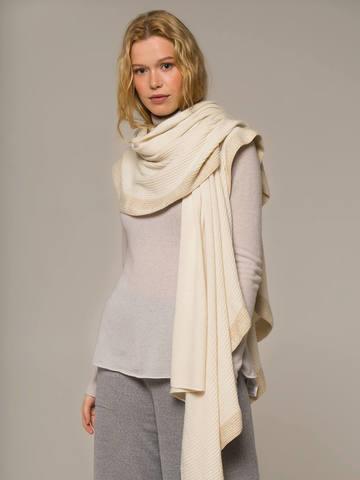 Женский шарф молочного цвета из шерсти и кашемира - фото 4