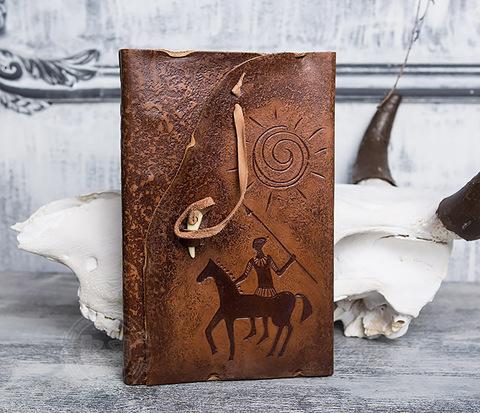 Блокнот «Будь на коне» с обложкой из натуральной кожи с застежкой - клыком (А5)