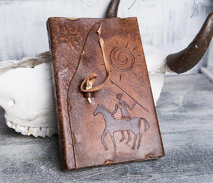BY01-06-01 Кожаный подарочный блокнот «Будь на коне» с застежкой - клыком (А5) фото 02