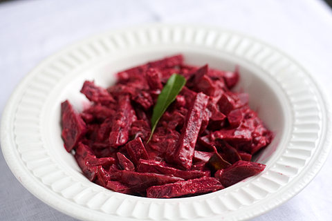 https://static-eu.insales.ru/images/products/1/3481/16485785/beetroot_curry.png