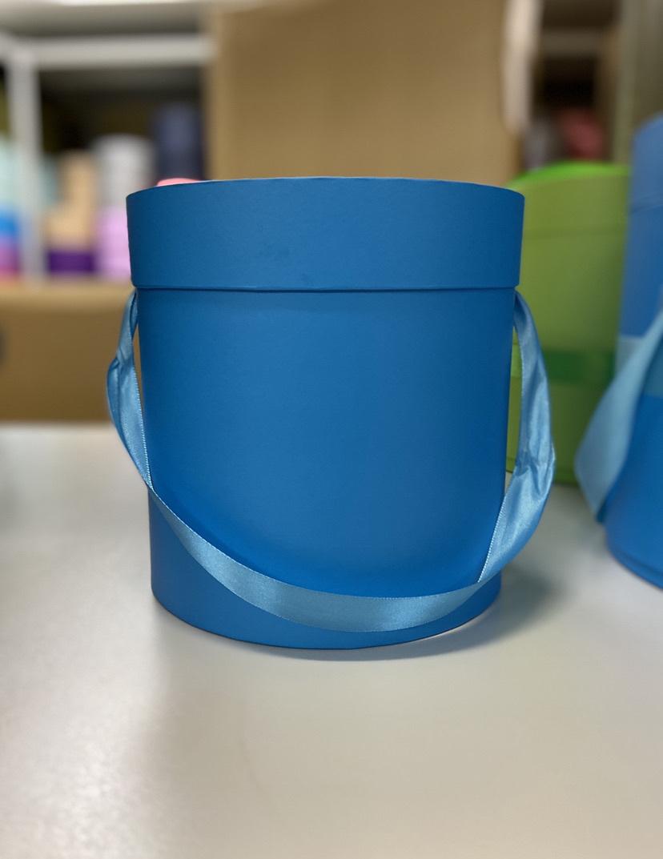 Шляпная коробка эконом вариант 20 см Цвет: Ярко голубой  . Розница 350 рублей .