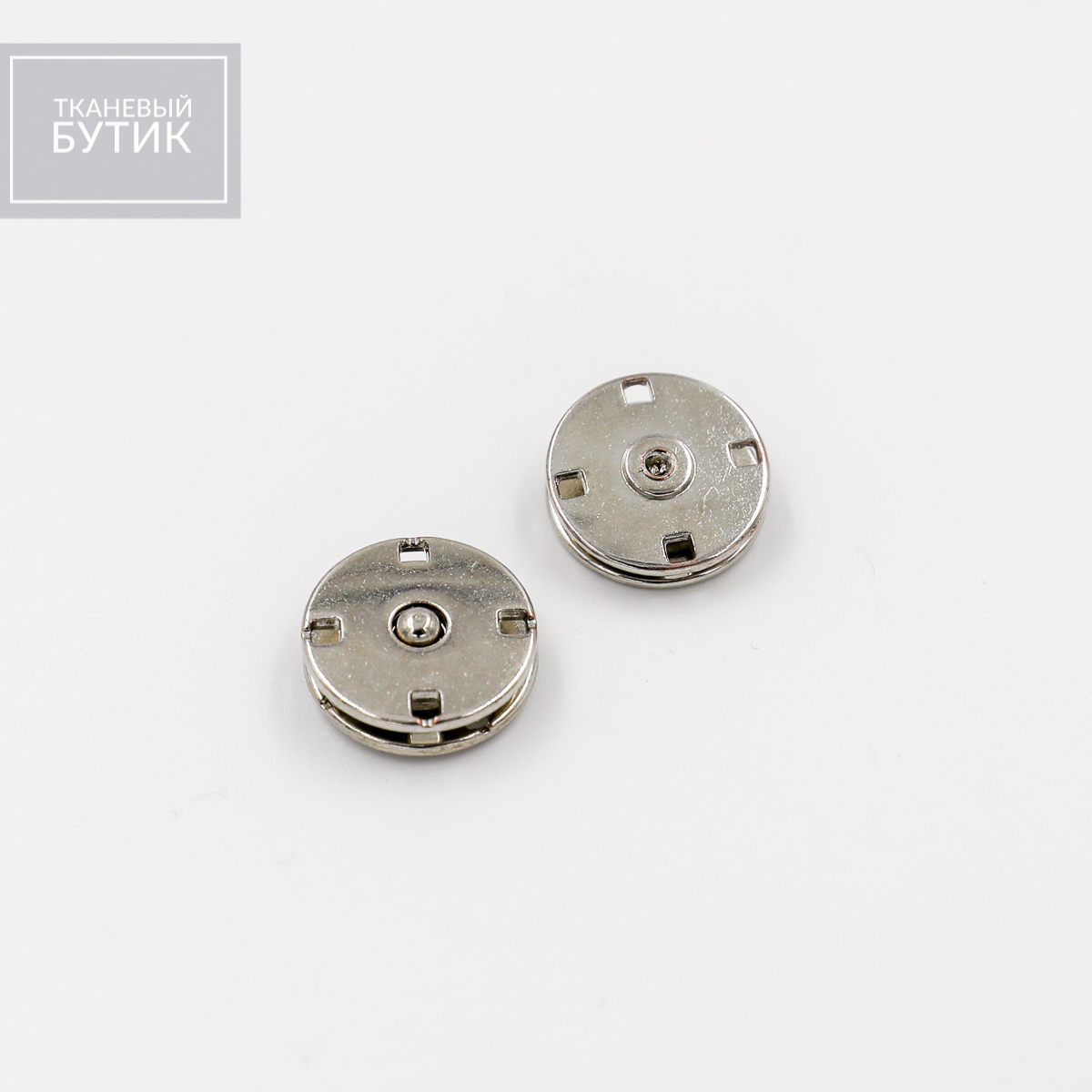 Пришивная кнопка из полированного металла
