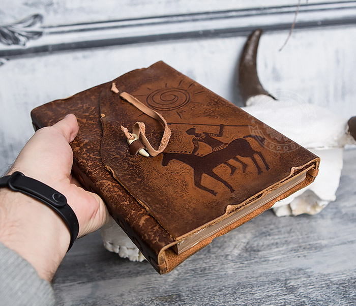 BY01-06-01 Кожаный подарочный блокнот «Будь на коне» с застежкой - клыком (А5) фото 04