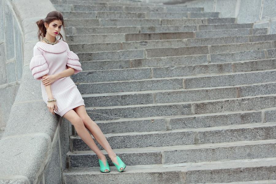 Эффектное трикотажное платье нежно-розового оттенка от Chanel, 38 размер
