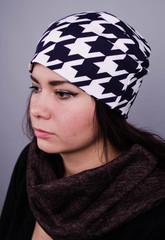 Фэшн. Молодёжные женские шапки. Крупная лапка на синем.