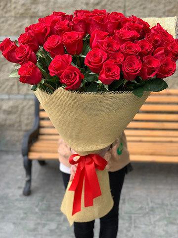 Букет из 51 метровой красной розы