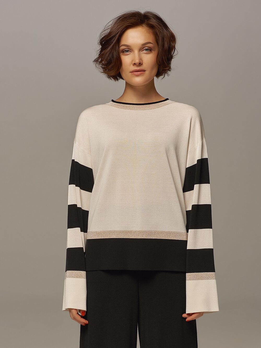 Женский джемпер белого цвета с контрастными черными вставками - фото 1