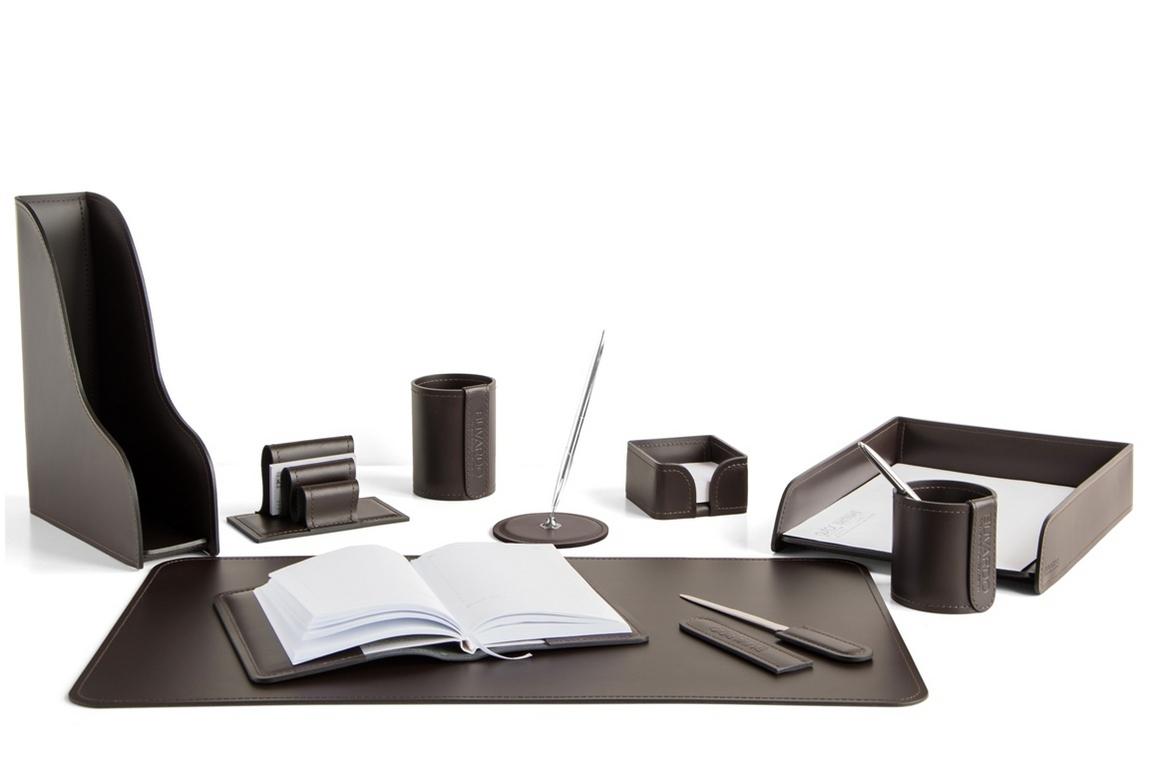Набор Buvardo на стол руководителя 1492-СТ 10 предметов шоколад. Вариант с раскрытым ежедневником.