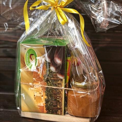 Фотография Упаковка вашего набора в целлофан на подставке купить в магазине Афлора