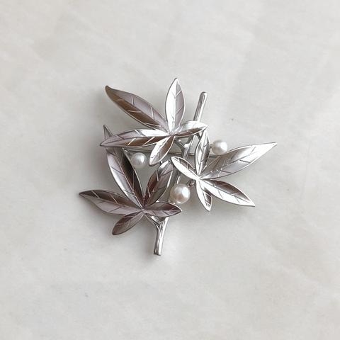 Брошь Цветение, серебряный цвет