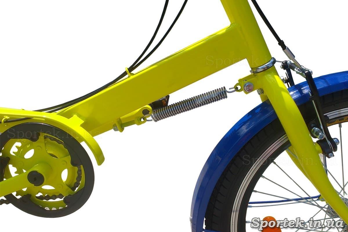 Доводчик руля на трехколесных велосипедах 'Атлет'