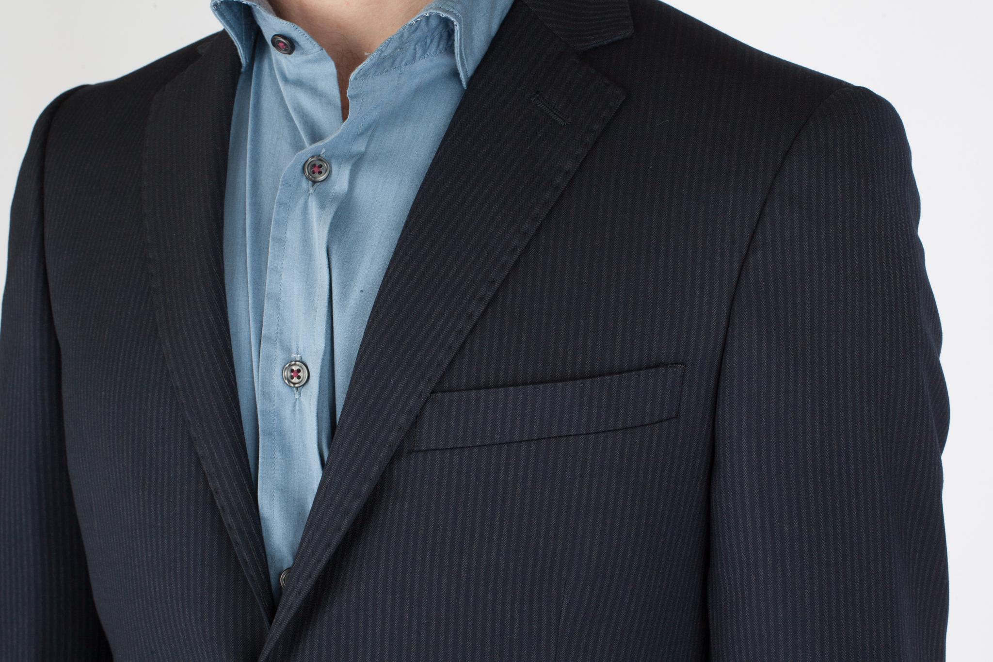 Тёмно-сине-серый костюм «в ёлочку» из 100%-ной шерсти, нагрудный карман