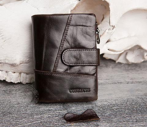 Вместительное мужское портмоне коричневого цвета на застежке