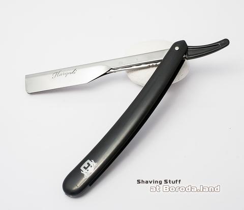 RAZ117 Опасная бритва со сменными лезвиями. Пластиковая рукоятка черного цвета