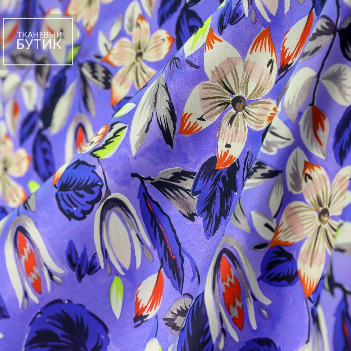 Атласный фиолетовый шелк с яркими цветочными элементами
