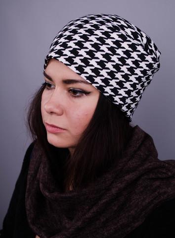 Фешн. Молодіжні жіночі шапки. Дрібна біла лапка на чорному.
