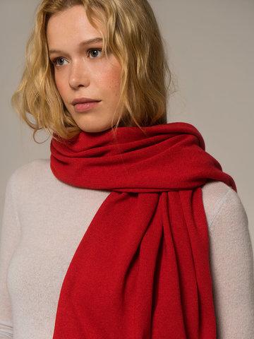 Женский шарф красного цвета - фото 2