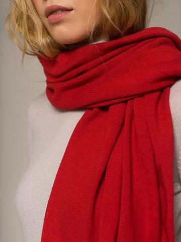 Женский шарф красного цвета - фото 3