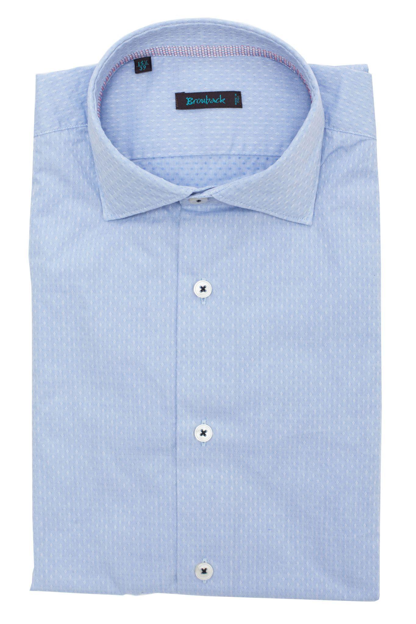 Светло-голубая рубашка в частый белый ромбик