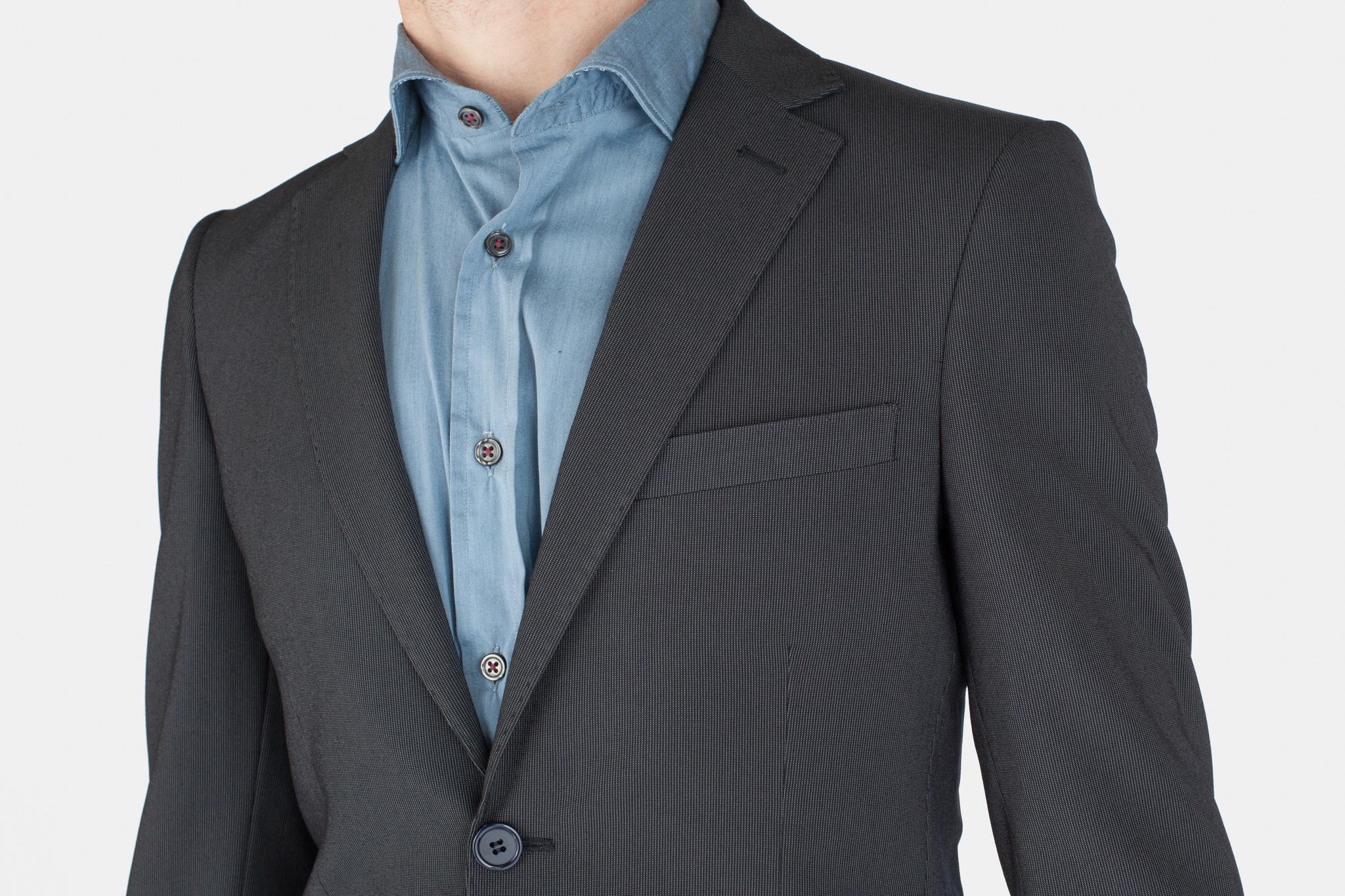 Тёмно-синий шерстяной костюм, нагрудный карман