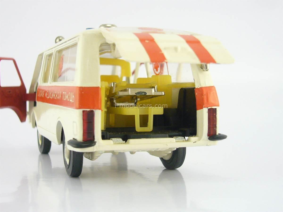 RAF-22031 Ambulance wrong number A26 November 1983 USSR Radon Tantal Agate 1:43 RARE