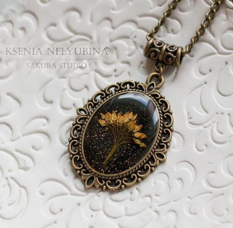 """Сеттинг - основа - подвеска """"Ажурный"""" для камеи или кабошона 25х18 мм (цвет - античная бронза) (Кулон с сухоцветом. Пример)"""
