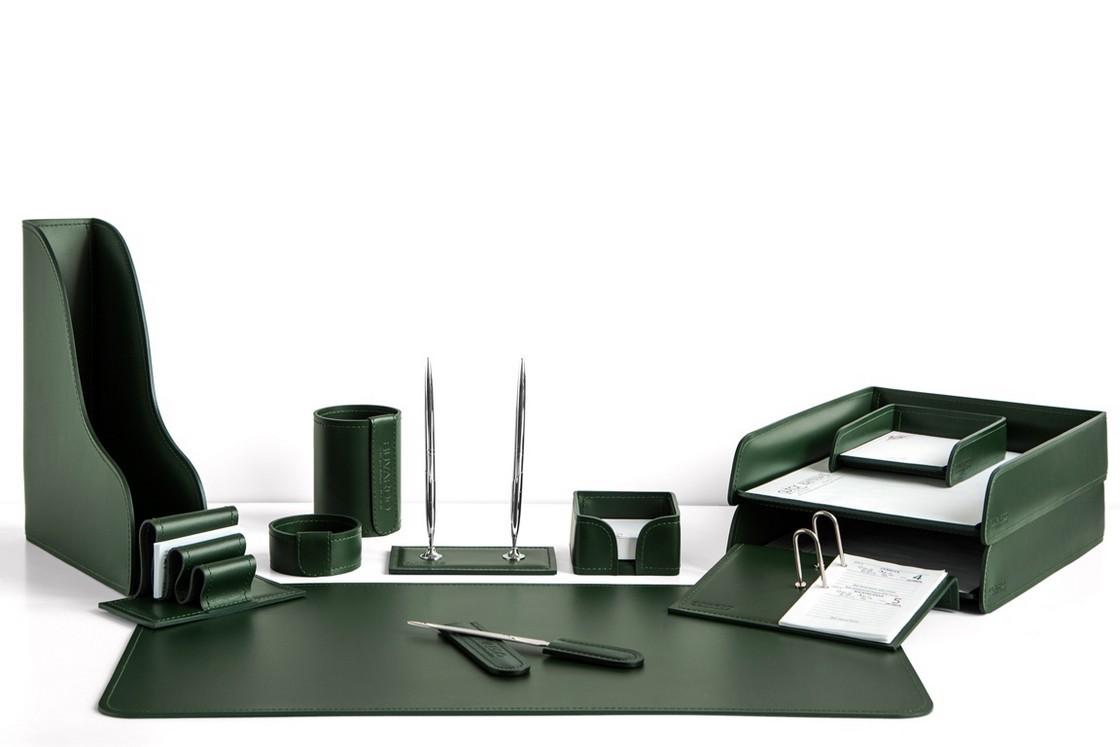 На фото набор на стол руководителя арт.1734-СТ-12  предметов зеленая кожа Cuoietto.Возможно изготовление в другом варианте цвета кожи.