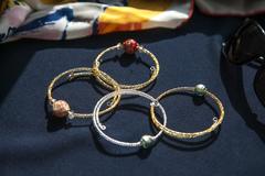 Комплект гибких браслетов из муранского стекла на бисерной основе