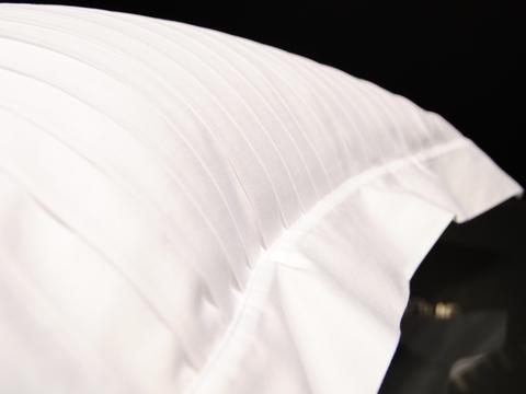 Наволочка для валика 15х40 Christian Fischbacher Luxury Nights Pleats 701 белая