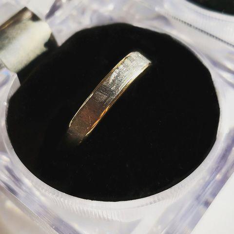 Мужское обручальное кольцо с метеоритом Муонионалуста