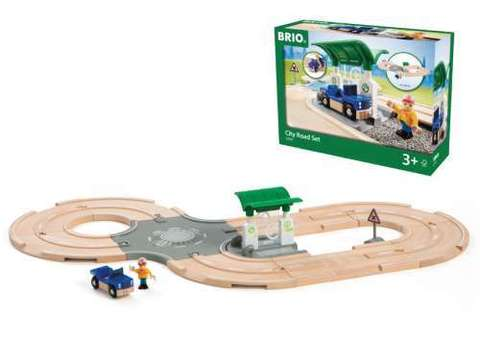33747 BRIO Игровой набор с автодорогой, перекрестком и заправкой