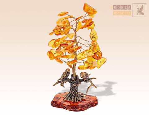 фигурка Птички под деревом на янтаре
